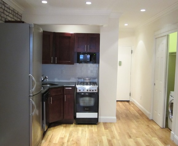 Upper East Side One Bedroom with Washer and Dryer and elevator..