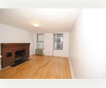 Perfect Studio in Chelsea with FREE Laundry in the Basement! Located in a BEAUTIFUL Townhouse !
